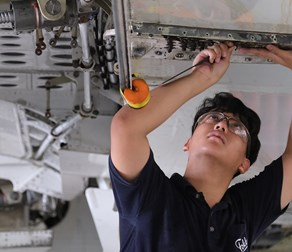Aircraft-MRO-Employee-Repair